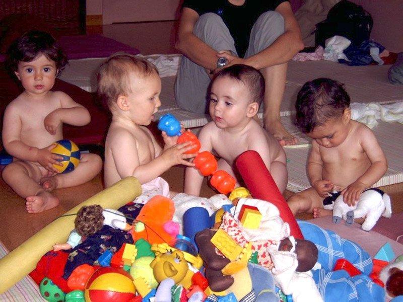 Grupos de padres, madres y bebés 0 – 1 años
